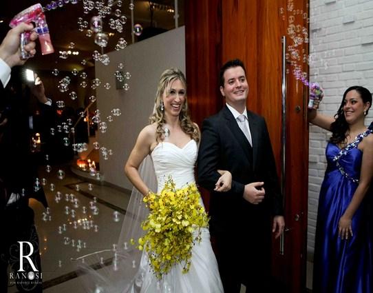 Festa de Casamento de Nivea e Vandson no Espaço Milla Moreno com gastronomia do Buffet Morenos