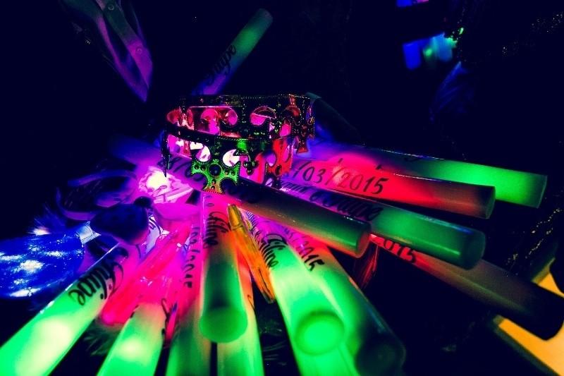 festa-debutante-glow-neon