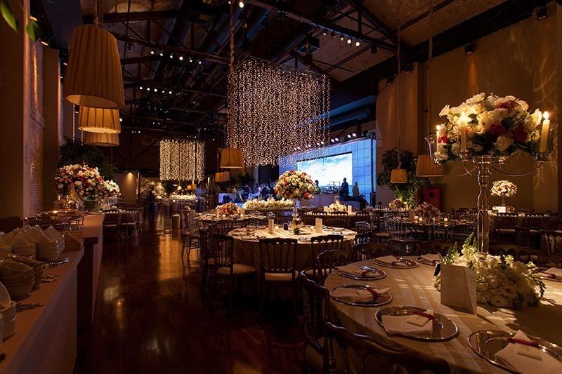 decoração com spot e fairy lights para iluminação de casamento