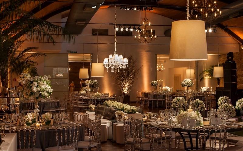 decoração com spot para iluminação de casamento
