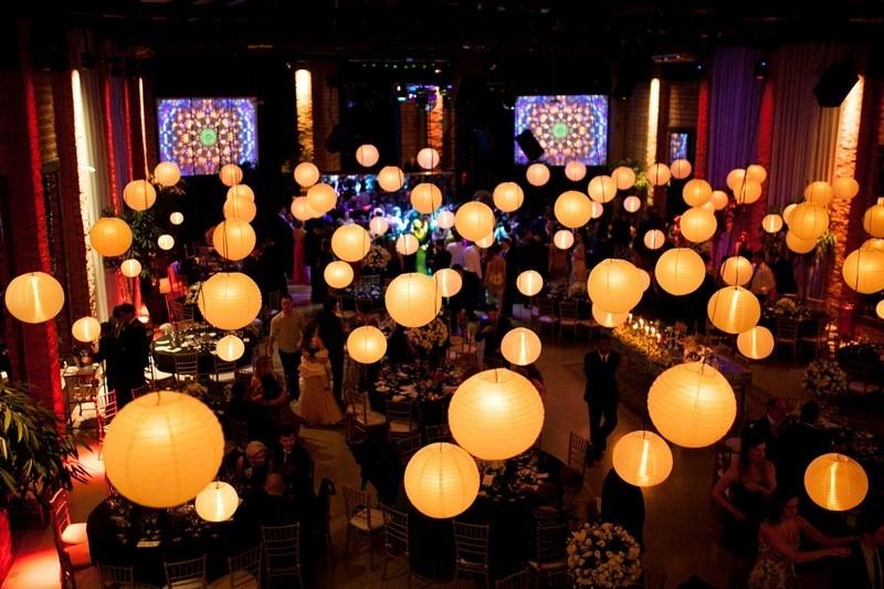 iluminação para casamento com lanternas
