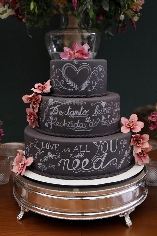 bolo de casamento estilo quadro negro e giz