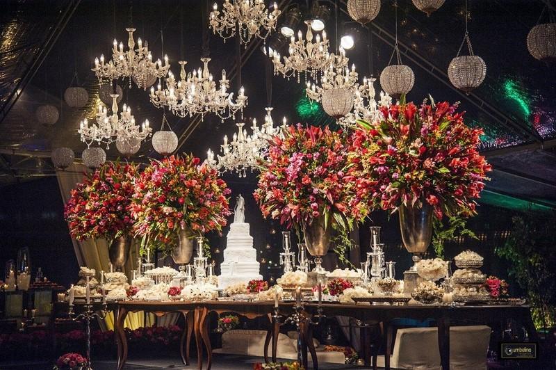 decoração com lustres para casamento