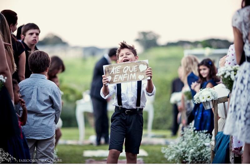 entrada noiva com pajem com lousinha