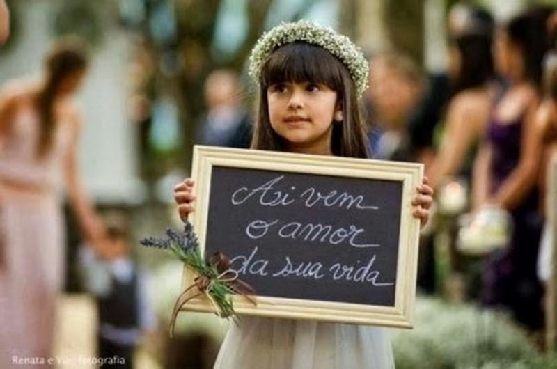 entrada noiva com daminha com lousinha