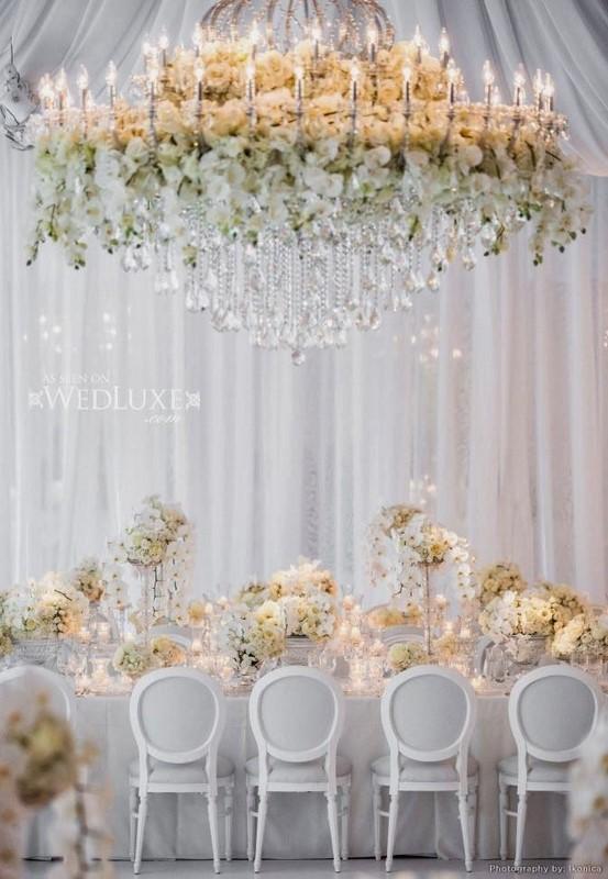 lustres com flores para casamento