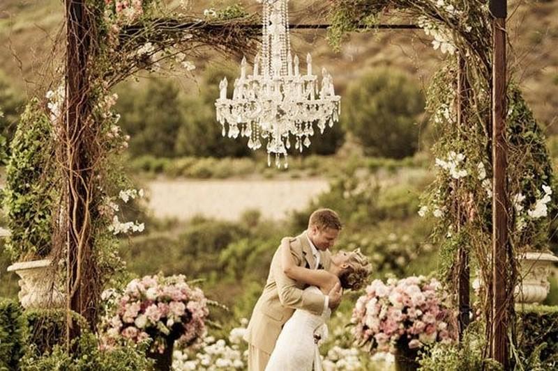 lustres para casamento no campo