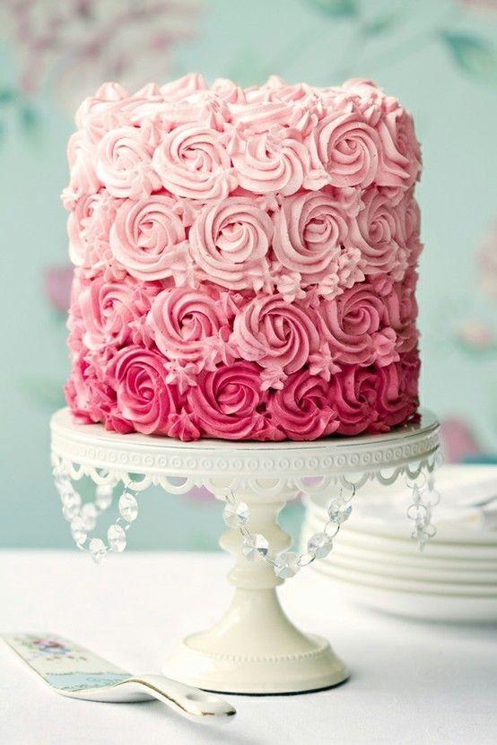 bolo decorado festa 15 anos com acabamento com rosas