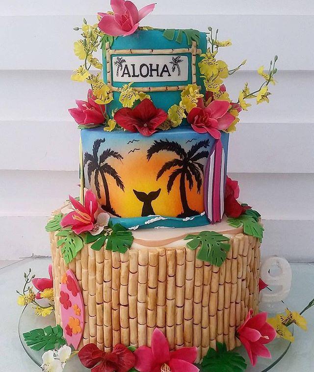 bolo decorado estilo tropical festa de 15 anos