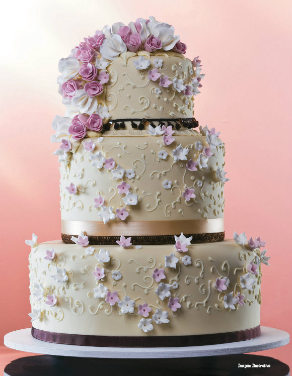 Ideias de bolos decorados para festa de 15 anos bolo decorado florido festa de 15 anos altavistaventures Gallery