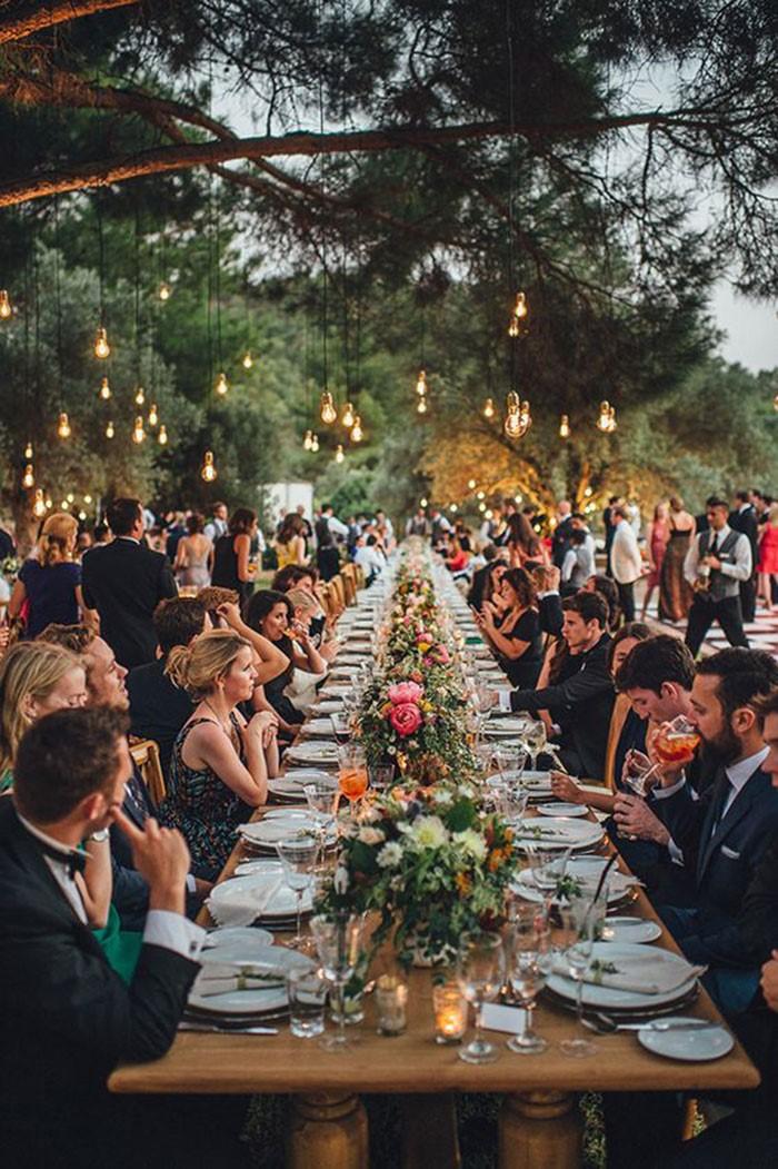 decoração mesa comunitária para casamento