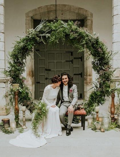 arcos de guirlandas na decoração do casamento