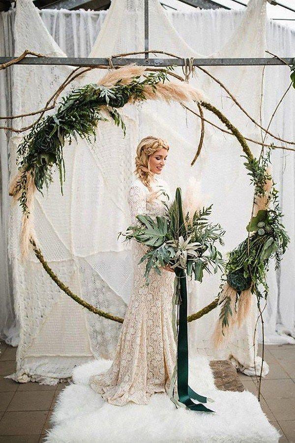 decoração casamento com arcos de guirlandas