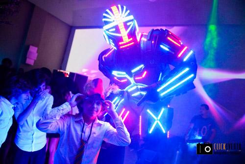 festa de 15 anos balada com robo de led