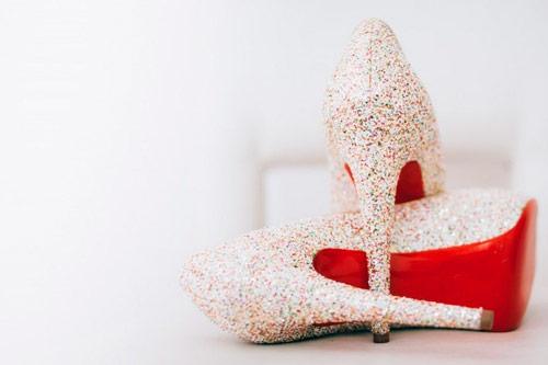 297920739 Um dos detalhes mais importantes que a noiva deve prestar atenção é o  conforto dos sapatos. Lembre-se que você usará os sapatos por algumas horas  e ninguém ...
