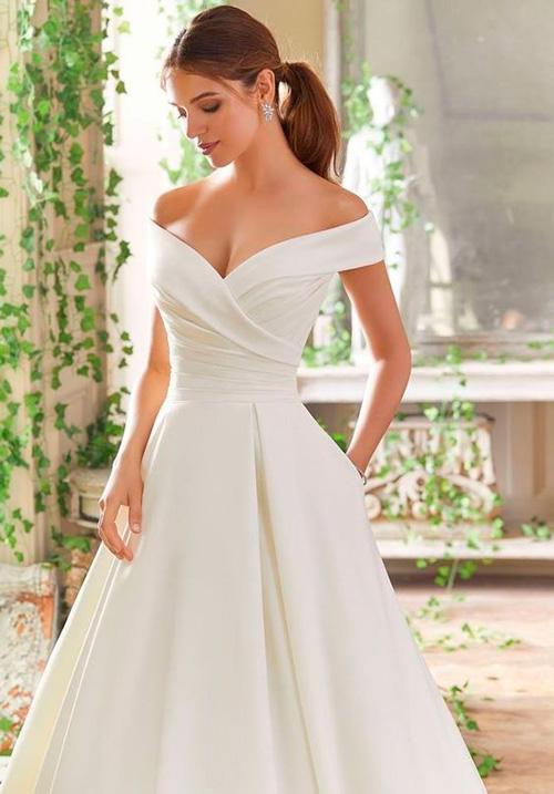 vestido clean, minimalista com ombros de fora