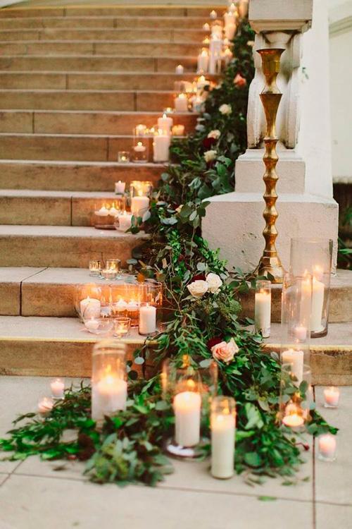 casamento perfumado velas nas escadas