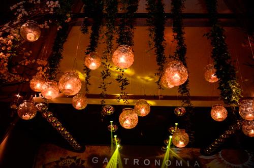 decoração aérea com velas para casamento