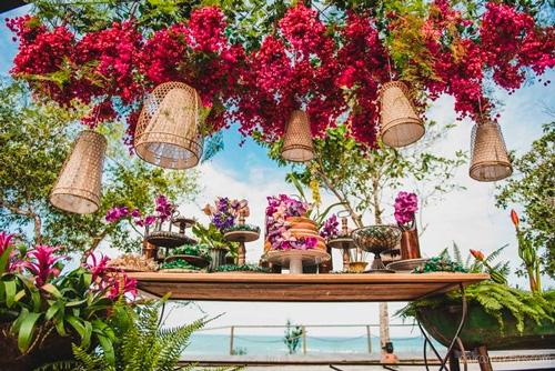 decoração aérea estilo tropical casamento