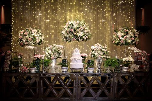 decoração casamento com cortina de luzinhas