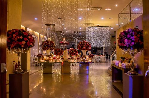 decoração de casamento aerea com luzinhas