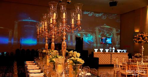 decoração com velas na mesa de convidados casamento