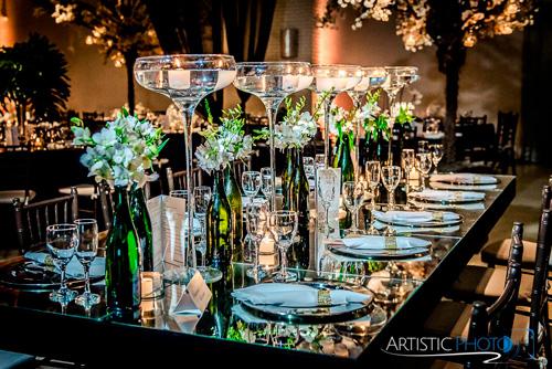 decoração de casamento com velas na mesa
