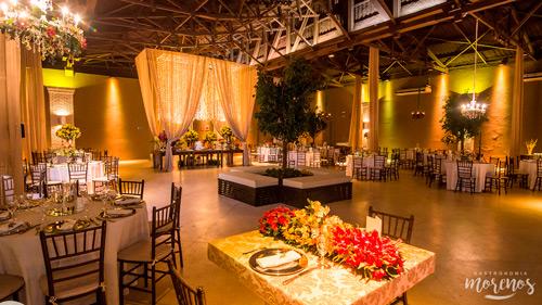 espaço armazem mesa de convidados
