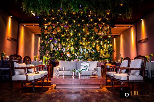 cascata de flores no teto decoração casamento