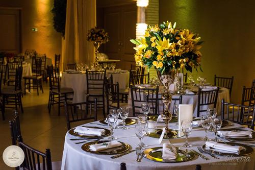 mesa de convidados com espelho casamento